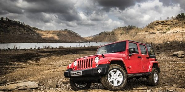 Jeep Wrangler Unlimited и интерьер Honda Civic хетчбэк
